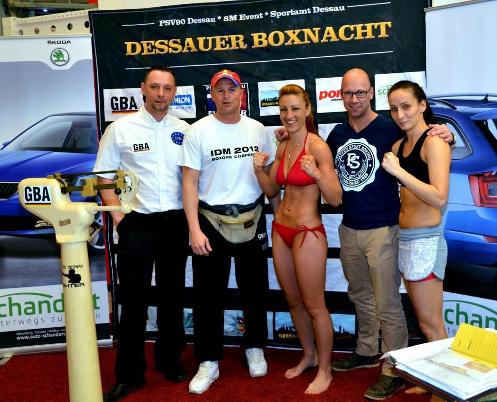 Sandra Atanassow beim offiziellem Wiegen in ihrem 3. Profi-Kampf in Dessau